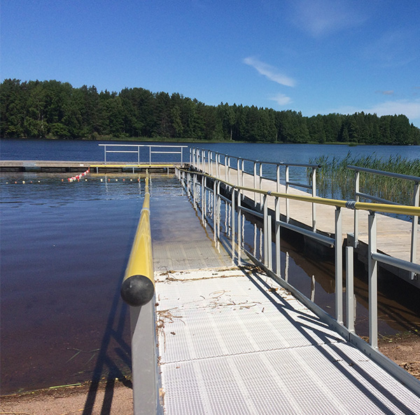 Naturbad med rullstolsramp i Mehedeby